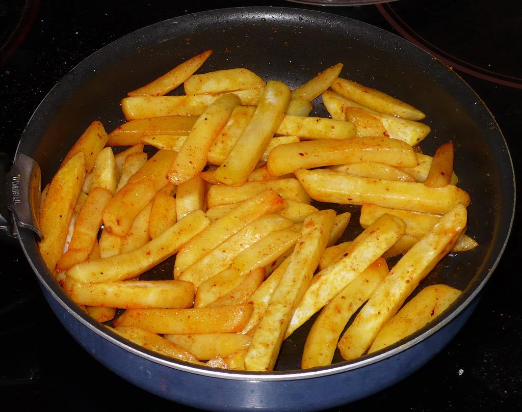 Как вкусно пожарить картошку на сковороде с луком с фото